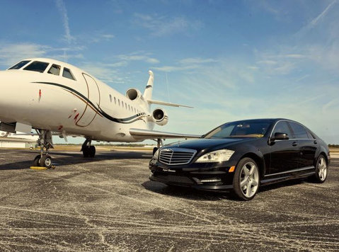 Looking For Pearson Airport Limo Service? - Traslochi/Trasporti
