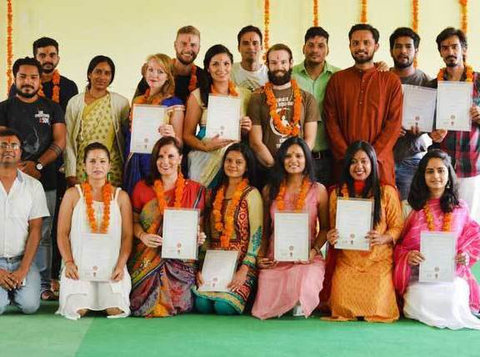100 Hour Yoga Teacher Training in Rishikesh India - スポーツ/ヨガ