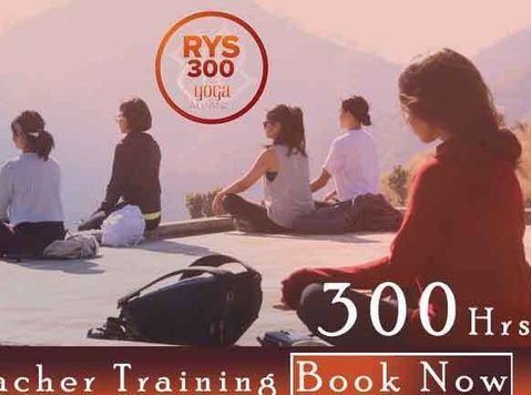300 Hour Yoga Teacher Training in Rishikesh, India - Deportes/Yoga
