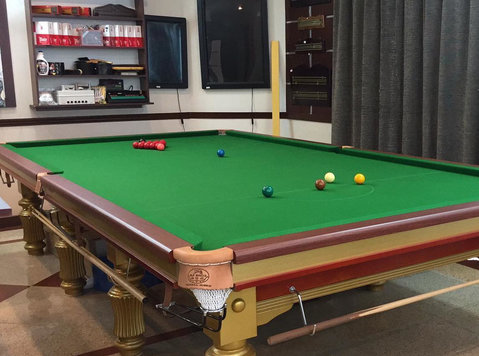 snooker for sale in Kuwait - Sporting/Boats/Bikes