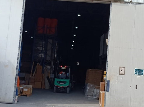 300 m² Warehouse For Rent in Shuwaikh Industrial on 1500kd - Building/Decorating