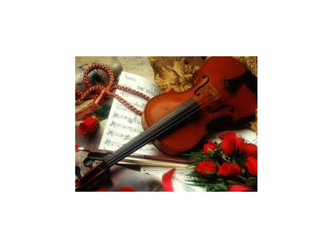 Teach Violin;Piano;sax;mandolin in Paola - Music/Theatre/Dance