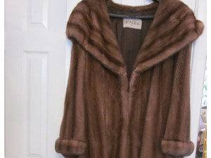 Ladies Mink Fur Coat with large shawl collar -Christmas Gift - Ropa/Accesorios