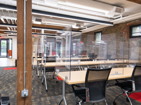 Shared Office Space at Labshares Newton, MA - אחר