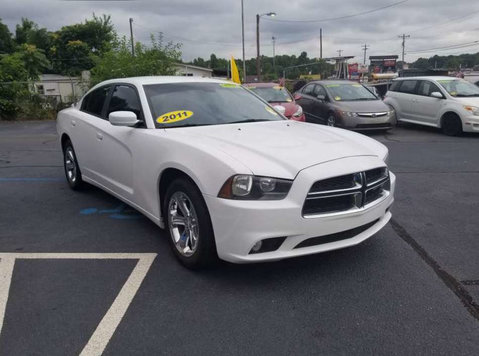 2011 Dodge Charger - Cars/Motorbikes