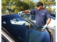 Mobile Auto Glass Repair (2) - Car Transportation