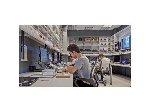 uBreakiFix - Computer shops, sales & repairs
