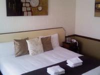 Bent Street Motor Inn (1) - Accommodation services