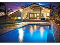 BEAU CORP - Luxury Swimming Pool Builders Brisbane (1) - Swimming Pools & Baths