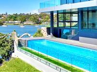Dimension One Glass (1) - Swimming Pools & Baths