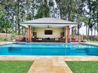 Dimension One Glass (5) - Swimming Pools & Baths