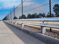 Metal Fencing Specialists (4) - Security services