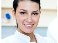 Sunrise Dental and Cosmetic Clinic (1) - Dentists