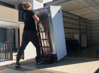 Kroos Logistics Removals Perth (1) - Removals & Transport