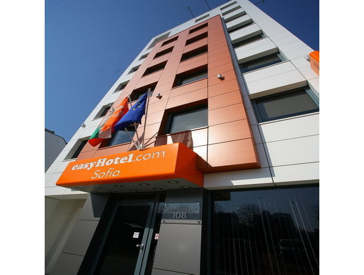 Cheap BUDGET hotel - easyHotel Sofia - LOW COST - Hotels & Hostels