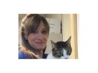 Oak West Animal Clinic (3) - Pet services