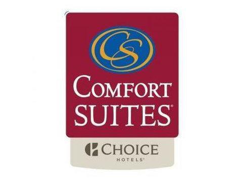 Comfort Suites Saskatoon - Hotels & Hostels