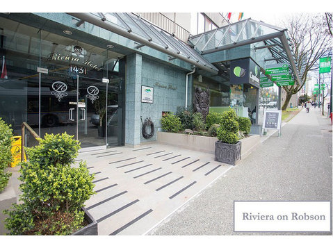 Riviera on Robson Suites Hotel - Hotels & Hostels