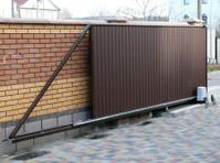 1800 Garage Doors (3) - Home & Garden Services