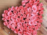 Bloomsvilla- Send Flowers In Delhi (1) - Gifts & Flowers