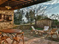 Toscana Houses Real Estate wtwork (2) - Servizi immobiliari