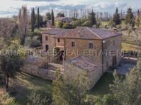 Toscana Houses Real Estate wtwork (4) - Servizi immobiliari