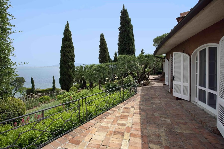 Precious villas luxury real estate estate agents in for Real estate in florence italy