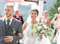 Blue Sky Wedding Photography (1) - Photographers
