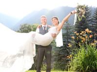 Blue Sky Wedding Photography (2) - Photographers
