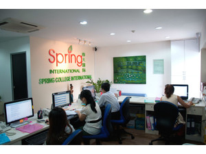 Spring College International - Valodu skolas