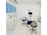Hellenic dental clinic Dubai (1) - Dentists