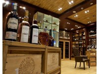 Le Clos - Finest Wines & Luxury Spirits (3) - Bars & Lounges