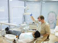 Dentist Direct Dubai (2) - Dentists