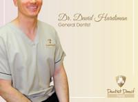Dentist Direct Dubai (3) - Dentists