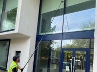 Lee Debacker, Window Cleaners (1) - Business & Networking