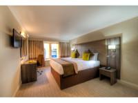 Mercure Milton Keynes Hotel (6) - Hotels & Hostels