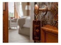 The Wood Norton (2) - Hotels & Hostels