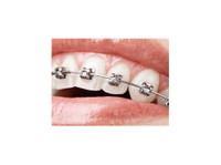 Aesthetika Dental Studio (3) - Dentists