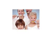 Aesthetika Dental Studio (7) - Dentists