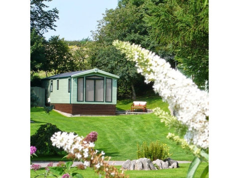 Hawthorns Caravan Park - Camping & Caravan Sites
