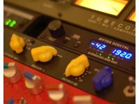 Red Mastering Studio (3) - Live Music