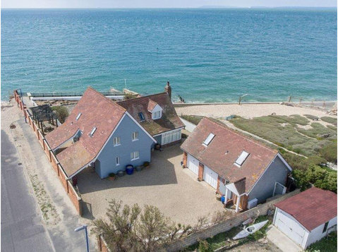 Selsey Beach House - Holiday Rentals