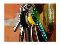 Locksmith Maple Shade (2) - Security services