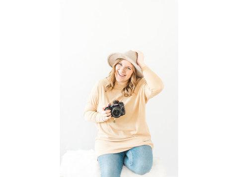 Kari Joy Photography - Photographers