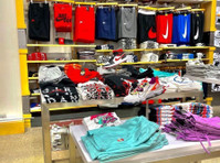 TOPS AND BOTTOMS USA (1) - Shopping