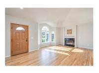 Interior Motives Flooring (3) - Construction Services