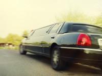 Rockstarz Limousine & Party Bus (4) - Car Rentals