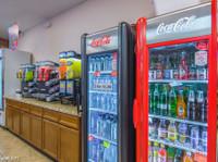 Brian's Discount Market (3) - Jídlo a pití