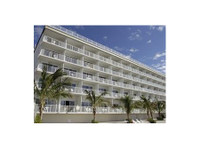 Princess Bayside Beach Hotel - Hotels & Hostels