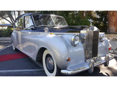 Claremont Vintage Limouisnes - Taxi Companies